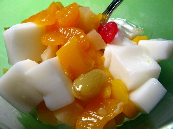 Almond Dofu (Almond Agar Jelly w. Fruits)