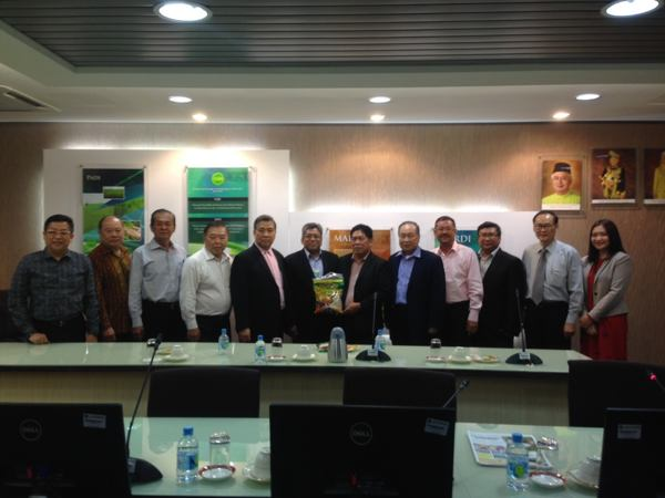 The hybrid rice seminar by SLAC's Dr. Frisco M. Malabanan (seventh from left) was participated by Malaysia Agricutural Research and Development Institute (MARDI) Director General DATO' Sharif Haron (sixth from left); Tan Sri Dato' S.P. Lim, Group Managing Director of Titijaya (fifth from left); Gonzalo Yap – YKK Zippers and Swarovski Components (eighth from left); Lim Chai Choon, Director of Bintang Mahawangsa SDN. BHD. and Rich Goodway SDN. BHD (ninth from left)