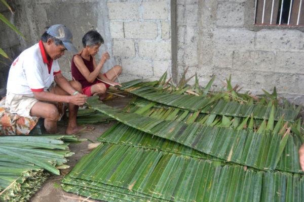 Surigao Women Produce Nipa Shingles To Augment Income 1