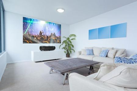 Projector vs Large screen TV – Which is Best for Home Entertainment? 2