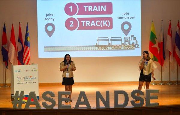 Krystel Iris De Castro and Nicole Dolfo (Team Sustainablue) from Ateneo de Manila University